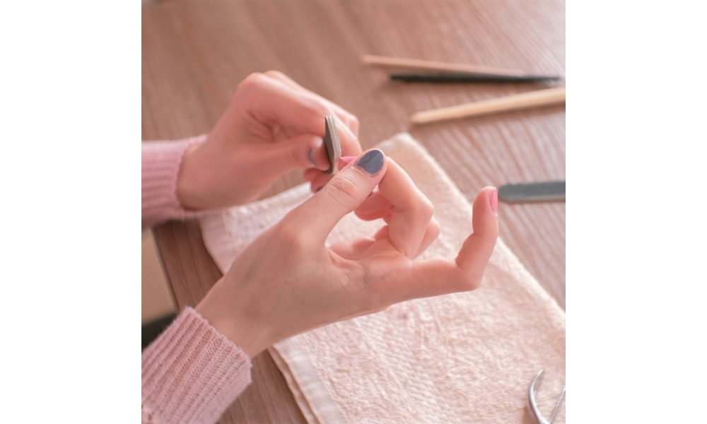 The Best Way to Remove Dip Nails at Home